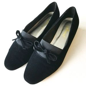 LIKE NEW ANNIE Black Faux Velvet Loafer Bow Accent